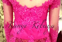 Shocking pink / Kebaya