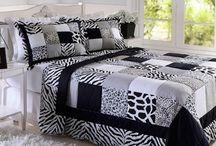 Influência da moda na decoração / Não é difícil encontrar almofadas, poltronas e sofás que sigam as estampas que estão na moda das passarelas. Confira em nosso blog como a moda influencia na decoração do seu lar.