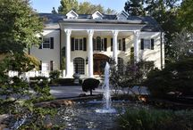 The Estate Cherokee Dock | Nashville Wedding Venue / The Estate at Cherokee Dock is Middle Tennessee's premier event venue for those looking to host high-end events on some of the region's most beautiful property. The lakefront estate in Lebanon, Tennessee, is most widely recognized as the former home of award-winning artist, actor and author Reba McEntire, but today, The Estate at Cherokee Dock is a luxury event venue for elegant weddings and exquisite galas. Contact them: (615) 609-0099