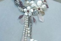 Массивные ожерелья