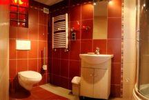 Noclegi Kraków Apartament Oliwkowy / Apartament Oliwkowy to apartament jednopokojowy (tzw. studio) z aneksem kuchennym oraz łazienką, o całkowitej powierzchni 25 m2. Pokój o metrażu 19 m2 wyposażony jest w dwa łóżka pojedyncze i lozko podwójne na antresoli. W pokoju do dyspozycji mamy TV LCD, TV satelitarną, radio, internet bezprzewodowy.