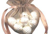 Made with love / Hier vind u leuke materialen welke u kunt gebruiken om een leuk en persoonlijk Valentijns cadeau te maken.