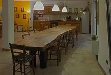 Taverne / La taverna è un posto di ritrovo per passare piacevolmente il tempo insieme.