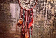Dream catcher / The legend of the dream catcher is wonderful, the good dreams pass through the middle and the bad are trapped, and diminish when hit by sunlight. Sleep well.