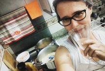 Comida Boa Muda Tudo Um brinde aos meus 16 anos de maternidade completados hoje. E na panela, saindo o prato preferido do aniversariante do hoje: risoto de camarão.❤