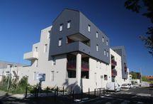Résidence l'Alium Quartier Alco (34) / Résolument innovante, L'Alium est une résidence à vocation conviviale. Seulement 31 logements du 2 au 5 pièces composent ce petit ensemble résidentiel dont l'architecture aux lignes sobres et épurées exprime l'élégance du contemporain et se marie parfaitement à l'habitat individuel environnant.