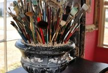 Dream Studios We Love / Whether your studio is a great big room or a little space you've carved out in a corner, your studio should be fun and inviting! And since art supplies and craft materials are so beautiful, we like to put them on display in clever ways to make our creative space inspiring! Here is a collection of our favorite studio organizing ideas!