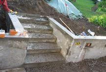 Betongmur och trappa