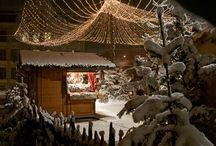 Mercatini di Natale / Magici momenti di meditazione in un'atmosfera romantica, il profumo delle specialità fresche di forno e su tutto il fascino unico dell'inverno innevato in Val Pusteria – i visitatori del mercatino di Natale di Brunico sanno benissimo come e dove ci si prepara a dovere per il tempo dell'Avvento. Interessati? Allora prenotate ora l'alloggio adatto a Brunico e lasciatevi affascinare dall'ambiente da favola, per il quale è noto il mercatino di Natale alla Rienza.