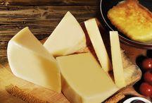 AOP KASSERI MYTILÈNE / Le Kasseri Mytilène est élaboré exclusivement à partir de lait de brebis ou de chèvre.