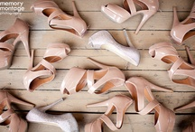 wedding photos I love..... / Inspiration and ideas for a traveling wedding photographer :) / by Amy Guild
