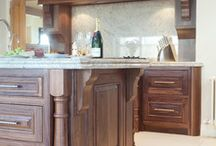Summerhill Walnut traditional inframe Kitchen Design by The Design Yard / Traditional American black walnut traditional kitchen with modern built in appliances. 6cm Ivory fantasy granite work-surfaces with matching splash-back