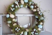 Wreaths / by Carolyn Montoye