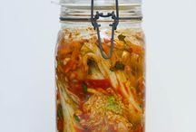 Beste Kimchi Rezepte / Es gibt viele Möglichkeiten, ein leckeres Kimchi mit verschiedenen Gewürzen, Zutaten und Methoden zu machen. Weitere Rezepte findest du unter www.sauer-macht-gluecklich.de