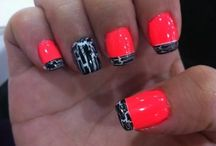 Nails / by Leslie Baker