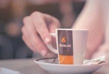 Video corporativo Cafés Candelas / Cada día millones de personas encuentran su momento para disfrutar de una taza de café. Y cada día, desde hace más de 40 años, Cafés Candelas está detrás de muchos de esos momentos. Por eso somos La marca del café.
