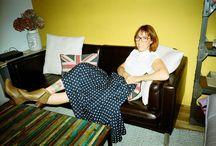 ▲ SANDRINE / Portrait de Sandrine pour BOCAGE #SHOESINMYLIFE  Pétillante, cette jolie rousse de 34 ans n'a pas hésité une seconde à participer à notre casting. Passionnée de pin up, elle collectionne les robes chinées. Aux pieds, cette maman de trois charmantes têtes blondes chausse des souliers selon son humeur du jour : bottes, escarpins - elle adore les talons - boots, sneackers ... tout y passe !