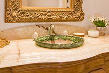 Wanny i umywalki / Kamienne wanny i umywalki to prawdziwy kunszt artystyczny, ich bogate rzeźbienia sprawiają, że zwykła łazienka wygląda jak pałacowy pokój kąpielowy.
