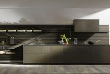 Riciclantica Inox Touch / Together with the warmth of Rovere Tattile Millenium wood, Valcucine also offers Riciclantica in a new version in stainless steel that has been first sand-blasted, then burnished, and lastly protected using nanotechnologies to give it a special, rough, finish.