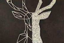 "Cerf en ""String-art"" by DIMENSYON / Cerf ""String art"" de 110 x 80 cm sur fond en cuir marron marbré by DIMENSYON"