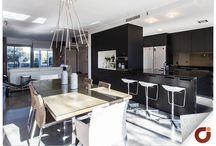 Chalet La Piovera Madrid / Dispone además de 5 dormitorios, 5 baños, 1 salón y 3 plazas de garaje, su gran espacio lo convierte en la elección acertada para familias. Encuentra más información al respecto en nuestra web http://www.gilmar.es/FichaUnifamiliar.aspx?id=81720&moneda=e o bien llamando al número de teléfono: 91 771 77 11 Vivienda Referencia 81720
