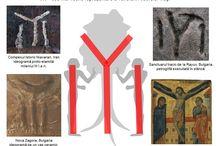 """IYI - REPREZENTAREA STILIZATĂ A CULTULUI POMULUI VIEŢII / Stâlpul suplicatoriu în Y este reprezentat pe ceramica din epoca bronzului, descoperită la Nova Zagora, Bulgaria, pe ceramică funerară etruscă descoperită la Alba, Italia, fiind prezent şi în petroglifele executate în stânca sanctuarelor tracice, cum este cel de la Rayuv, din centrul Bulgariei, descoperit pe crestele munţilor care vegheză asupra Văii Regilor Traci, dar şi pe """"Piatra Scrisă"""" de pe Muntele Goia, România."""
