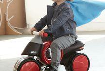 Juguetes sobre ruedas / Patines, patinetes, bicicletas, triciclos y muchas cosas más para que nuestros peques jueguen al aire libre.