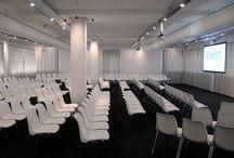 Congreszaal / Locatie de Bleek van MeetINoffice is uitermate geschikt voor congressen tot 225 personen. Naast een flexibel in te richten plenaire ruimte beschikt de locatie over 7 subruimtes.