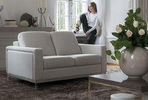 KLER / Meble skórzane, wypoczynkowe, tapicerowane marki KLER. Marka oferuje fotele, sofy, kanapy do salonu, drewniane i szklane komody, kredensy i witryny do jadalni czy salonu.