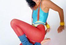 Geração 80's / Ousadia, sensualidade ( topless, biquini asa delta e fio dental ) , Mix de estilos, o sportwear se mistura ao urbano, etc