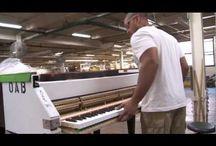 hoe muziekinstrumenten worden gemaakt/gerepareerd... / Filmpjes over de productie van muziekinstrumenten.