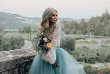 Winter Engagement Photo Outfits / What to wear for engagement photos in the winter. And Engagement Photo Outfits Winter