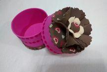 Cofres para dulces en foamy / Cofres para dulces en foamy. 100% a mano - Valor $5.000 pesos C/U. informes: 3145449524 - 3008390190 E-mail: marybarrancog@gmail.com #Barranquilla #Colombia #Manualidades #Foamy #regalitos