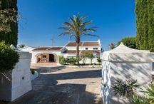 Casa SES CUARTERADES - Vacaciones en Alaior - Menorca (Islas Baleares) - Spain. / Esta típica casa menorquina está situada cerca al pueblo de Alaior, donde encontrará todo tipo de servicios. Su estratégica ubicación en el centro de la isla, permite que tanto las playas de la costa centro norte (Pregonda, Binimelá, playas de Fornells, Son Parc, Arenal d'en Castell, Mesquida…) como las de la costa centro sur (Santo Tomás, Binigaus, Son Bou, Cala en Porter…) se encuentren a 15 minutos en coche aproximadamente.