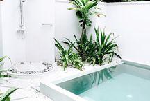 Jardim e piscinas