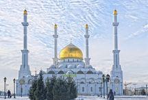 Kazakhstan / Terre de contrastes au coeur de l'Eurasie, entre la grande steppe du nord et le sud faisant partie de la Route de la Soie, le Kazakhstan offre au visiteur une profusion de paysages différents et une faune et une flore diversifiées.