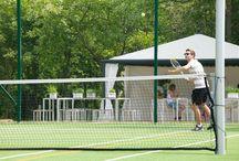 Kort tenisowy w Rosevia Resort / Kort ziemny do gry w tenisa w Przylądek Rosevia Friends & Family Resort Jastrzębia Góra, Rozewie, Władysławowo