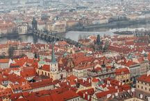 Prague marriage proposal: J&F winter proposal at Prague Castle