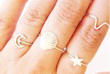 Mani, gioielli e unghie .