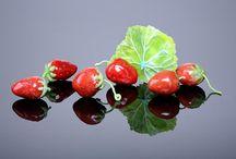 Strawberries, תותים / Bullseye frits and powders Pate De Verre אבקות זכוכית בולזאיי, פטה דה וור