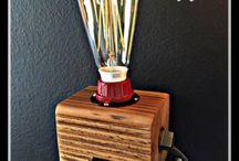 Tischleuchten - Holz / Tischleuchten aus Holz. Eine schöne Sammlung von Tischleuchten für den Schreibtisch oder das Wohnzimmer. Aus Holz gefertigte Lampen.