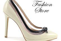 Scarpe Fashion  / La vera passione per le donne. Le scarpe!