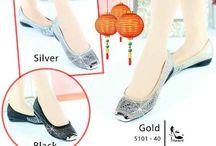 Party shoes & bag / Aneka sepatu dan tas pesta import hongkong   keterangan detail ada di masing masing gambar   pemesanan harap cantumkan ukuran, warna dan gambar   Peminat  serius hub hp/wa/line 087825743622