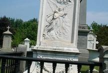 женский памятник