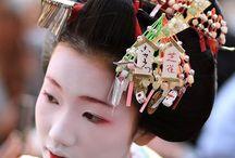 Kanzashi / http://www.textielstad.nl/fournituren/yo-yo-kanzashi.html