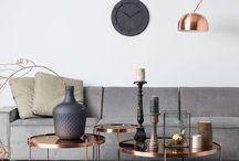 Beistelltische / Beistelltische - in jedem Raum und in jeder materiellen Verarbeitung der praktische Hingucker.  Ob Schlafzimmer, Wohnzimmer, Arbeitszimmer oder Flur: Dieses Möbelstück ist einfach unabdingbar!