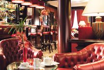 Bar and Breakfast room / The bar is opened 7 days a week from 4pm to 12am. Breakfast is served from 7am to 12.30pm.