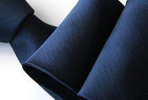 Krawaty / GENTLE-MAN.PL oferuje szeroki wybór spośród krawatów z tkanin poliestrowych i jedwabnych. Wybierane z wyjątkową starannością wzornictwo oraz kolorystyka w połączeniu z wysoką jakością wykonania nadaje naszym krawatom niepowtarzalny charakter, aby każdy mężczyzna mógł się czuć wyjątkowo.