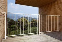 Ringhiere e rivestimenti / Offriamo diverse proposte per ringhiere da interno e da esterno: acciaio inox, legno, ferro, vetro, modulari.