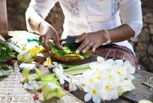 FLORAL ARRANGEMENT CLASS / Learn the spiritual art of gebogan (Balinese floral arrangements) and get creative with dulang (Balinese clay) and native Indonesian fruits and flowers – each variety and color is positioned on compass points according to the deity they represent. Take home your work of art as a keepsake of your stay at Hotel Tugu Bali.
